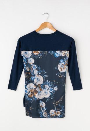 Bluza bleumarin cu imprimeu floral pe partea din spate