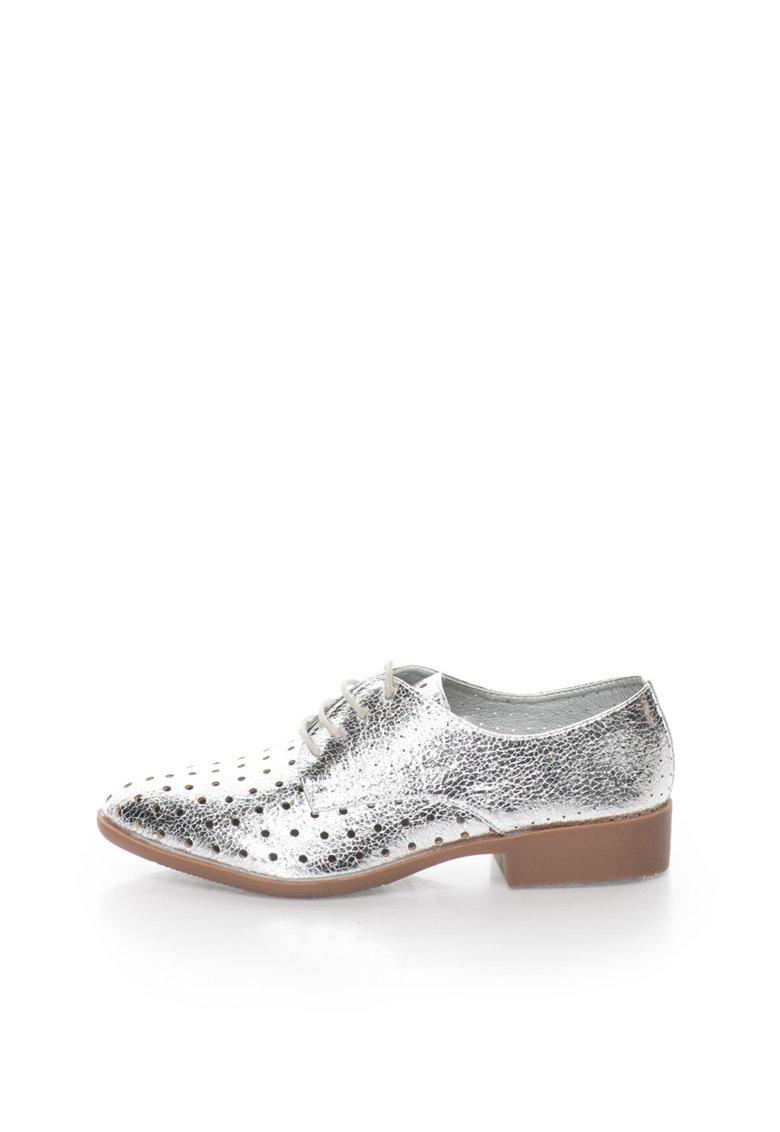 Pantofi argintii cu model perforat