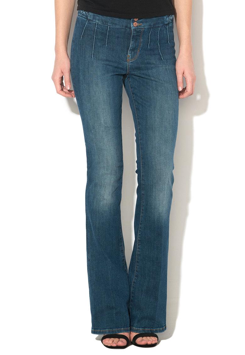 Jeansi albastri evazati cu detalii impletite