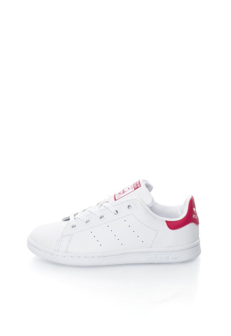 Pantofi sport albi cu detalii fucsia Stan Smith de la adidas Originals
