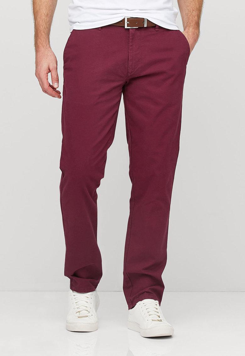 Pantaloni chino rosu Bordeaux cu o curea