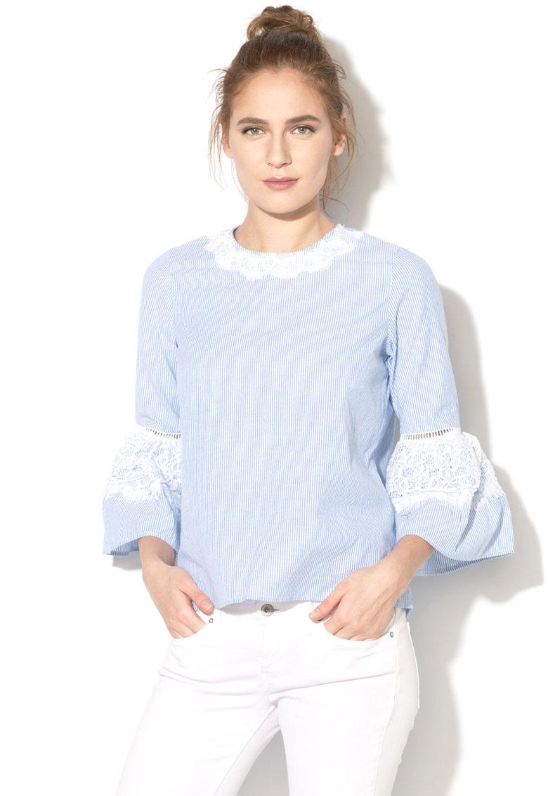 Bluza cu maneci clopot si detalii de dantela de la Vero Moda
