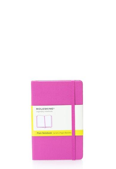 Carnetel mic roz cu pagini albe de la Moleskine