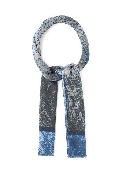 FashionDays.ro: Esarfa gri cu nuante de albastru si model logo GUESS