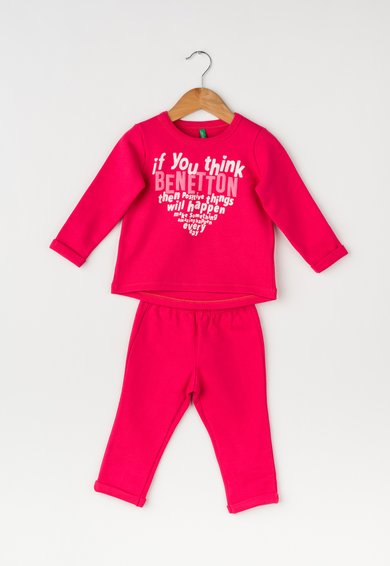 Costum sport fucsia cu imprimeu text de la United Colors Of Benetton
