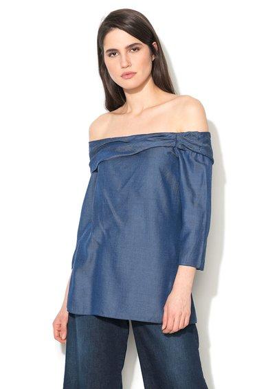 Closet LONDON Bluza albastra cu decolteu pe umar si aspect de denim